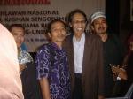 Penulis berkesempatan foto bersama  pakar sejarah Porf Dr. Anhar Gonggong